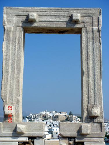 Das Wahrzeichen von Naxos: Portaria des nie vollendeten Apollon-Tempels