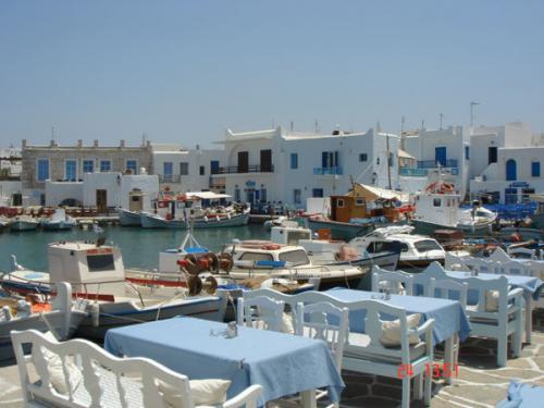 Das kleine ehemalige Fischerdorf Naoussa auf Paros