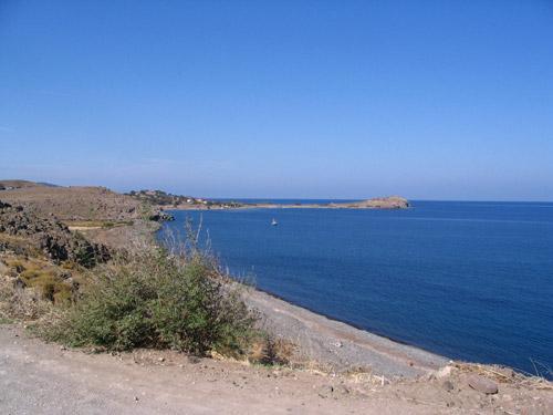 Viele der Strände von Lesbos sind zwar steinig und naturbelassen, dafür hat man sie dann ganz für sich allein