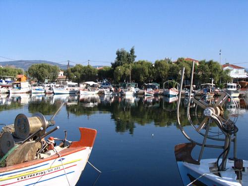 Im kleinen Fischerhafen von Kalloni