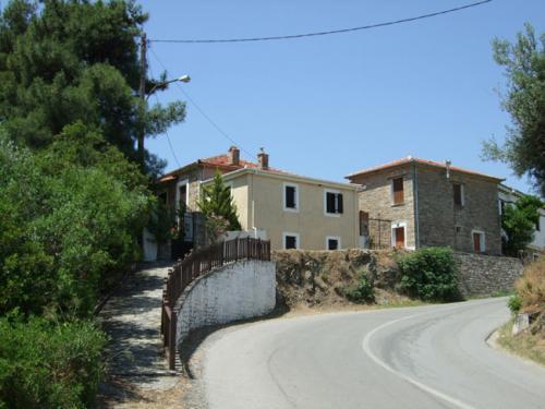 Liebevoll renovierte Fischerhäuser am Rand von Afissos.