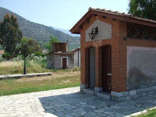 Das Toilettenhäuschen des Bahnhofs.