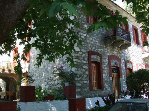 Eines der restaurierten Natursteinhäuser des Ortes.