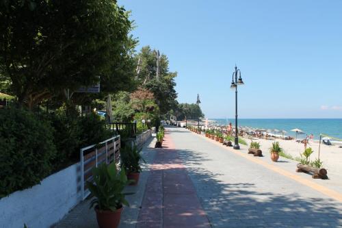 Die Strandpromenade von Papa Nero