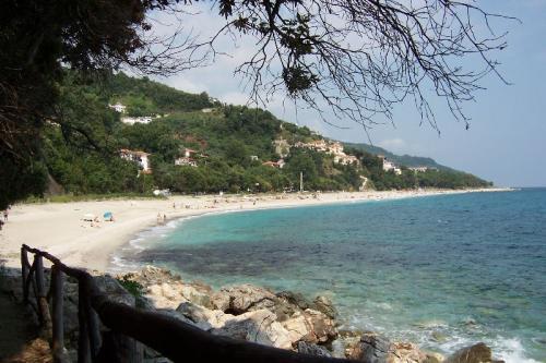 Strand Papa Nero, die südöstliche Nachbarbucht zum Strand von Agios Ioannis.