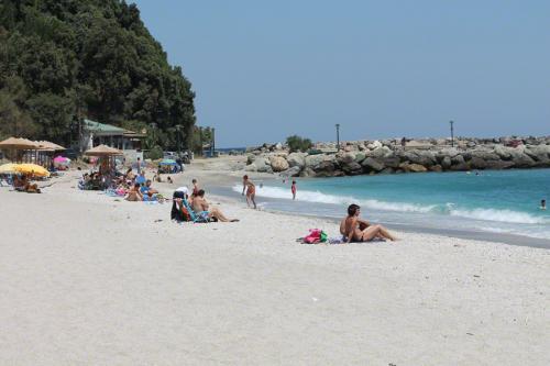 Der Sandstrand von Agios Ioannis.
