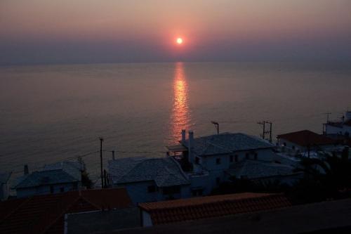 Sonnenaufgang über der Ägäis vor Agios Ioannis.