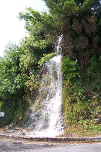 Von Agios Ioannis nach Agia Saranta: Wasserfall bei Anilio.