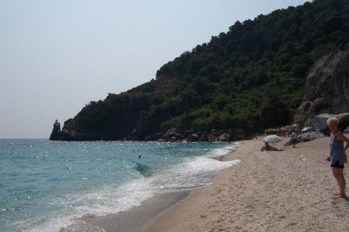 Strand von Agia Saranta.