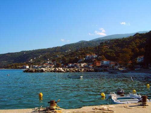 Agio Ioannis - Hafen und Ort - Pilion.