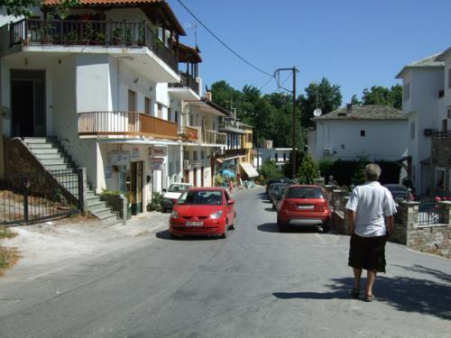 Die Hauptstraße dieses Pilion-Städtchens.