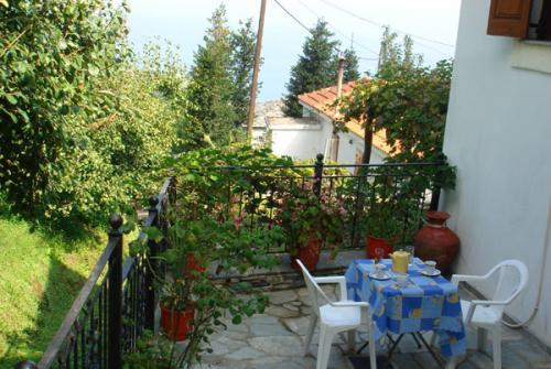 Die Terrasse vom Filitsa-Haus