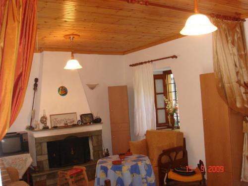 Blick durch das Wohnzimmer vom Haus Filitsa