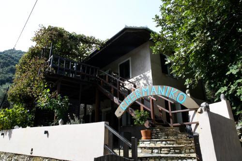 Eingangsbereich des Germaniko in Damouchari