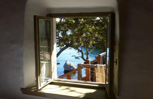Blick aus dem Fenster zur Mamma-Mia-Bucht