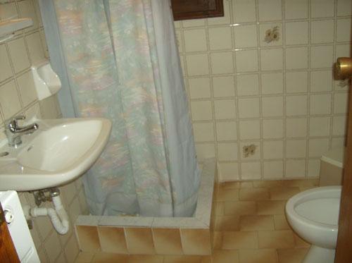 Das Badezimmer eines Zimmers im Marabou