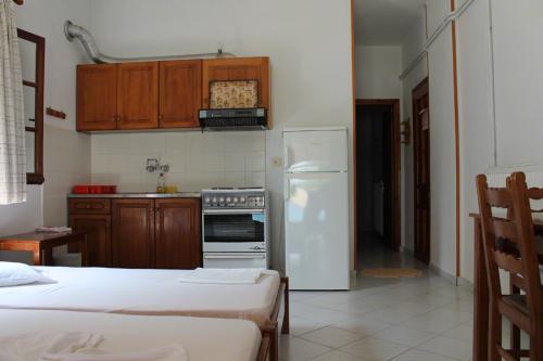 2-Zimmer-Apartment - Blick am Bad vorbei in Richtung Schlafzimmer