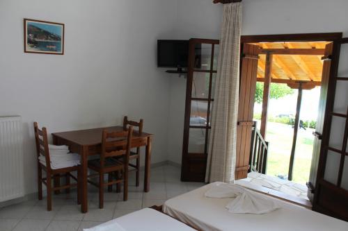 2-Zimmer-Apartment - Esstisch, Klimaanlage