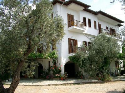 Das Familien-Hotel Rodia von vorn.