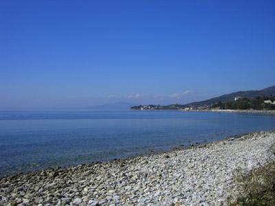 Der Strand direkt vor dem Hotel.