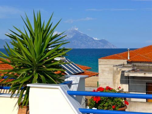 Ausblick zum Berg Athos - hier mit Schnee Ende Mai