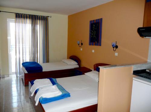 Die Studios der Villa Anesa verfügen über ein Doppel- und ein Einzelbett.